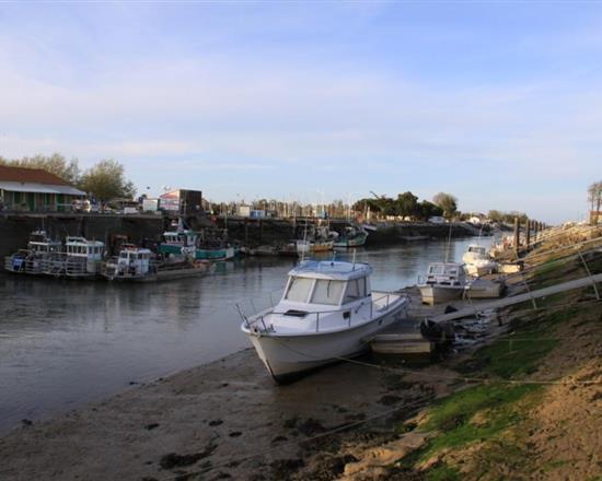 La ville de saint georges d 39 oleron en charente maritime for Hotel des bains oleron
