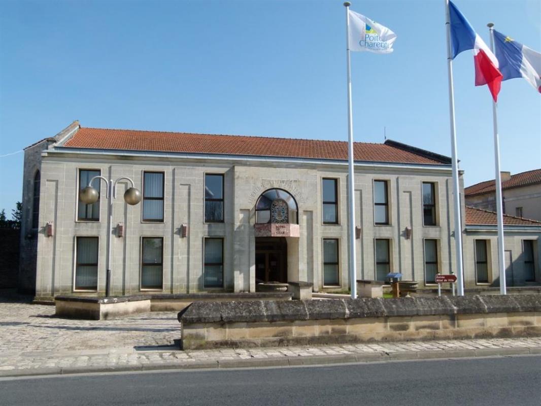 La ville de marennes en charente maritime tourisme pr s for Hotel des bains oleron